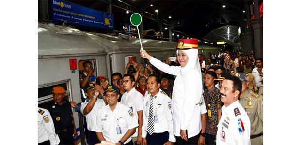 Gubernur Jatim Berangkatkan Mudik Gratis dengan Kereta Api
