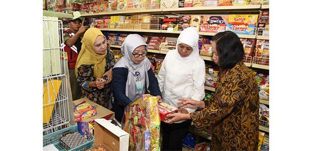 Gubernur Jatim Sidak Penjual Mamin dan Parcel Lebaran
