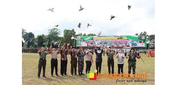 Gubernur dan Pangdam Resmikan Pelaksanaan TMMD ke-105 di Banyuwangi
