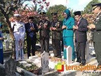 Hari Pahlawan, Danrem Baladhika Jaya Pimpin Ziarah di TMP Untung Suropati Malang
