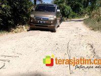 Hati-Hati Sudah Banyak Korban, Besi Cor Keluar di Badan Jalan Punung-Gondosari Pacitan