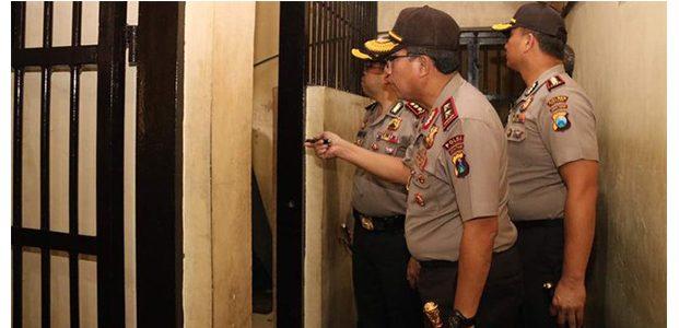 Jebol Plafon Kamar Mandi, 17 Tahanan Polres Malang Kabur