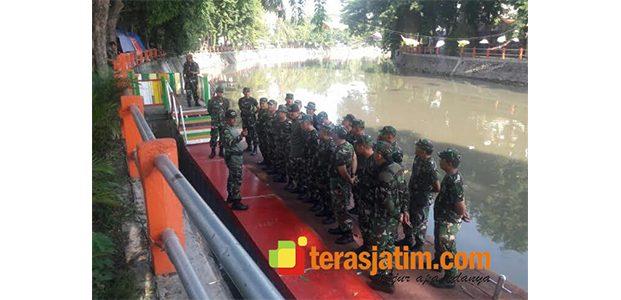 Jelang Festival Perahu Nusantara, Bantaran Sungai Kalimas Dibersihkan