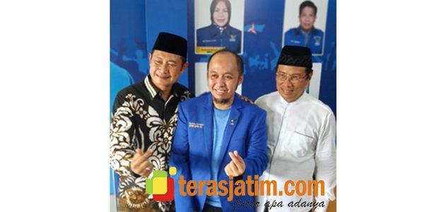 Jelang Pilkada, Yuhronur Efendi Serahkan Formulir Pendaftaran ke Partai Demokrat Lamongan