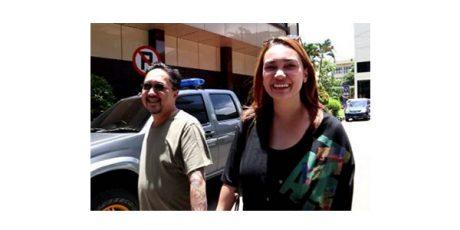 Jenguk Vanessa Angel di Polda Jatim, Artis Feby Febiola Bawa Makanan Khas Kediri