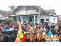 Diduga Selingkuh, 2 Perangkat Desa di Megaluh Jombang Didemo Warganya