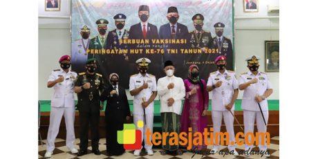 HUT TNI, Dankodiklat AL Ziarah ke Makam Gus Dur di Tebuireng