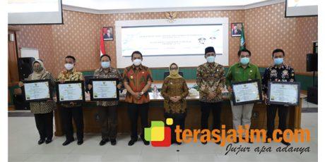 Bupati Jombang Serahkan Penghargaan TOP 5 Capaian Kinerja Terbaik TA 2020