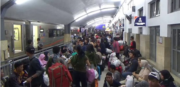 Jumlah Penumpang Arus Balik di Stasiun Kotabaru Malang Makin Ramai