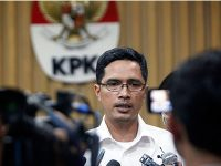 KPK Ancam Jemput Paksa Lila Widya, Sekpri Wali Kota Batu (Non Aktif) Eddy Rumpoko