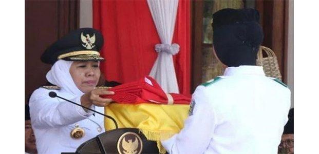 Kali Pertama, Gubernur Jatim Khofifah Pimpin Upacara HUT RI Ke 74