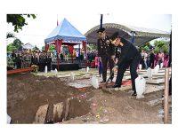 Kapolda Jatim Pimpin Upacara Pemakaman Bharatu Doni Priyanto di TMP Trenggalek