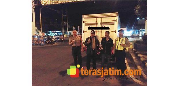 Kedapatan Bawa Miras, Mobil Box Perusahaan Koran Diamankan Polisi Banyuwangi