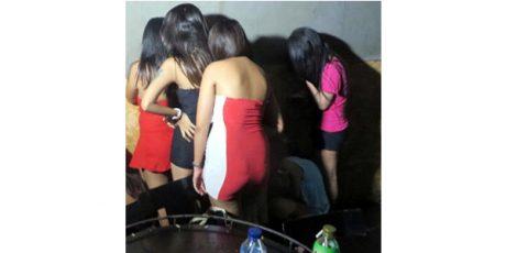 Kedapatan Menari Bugil di Kafe, Empat Wanita Seksi Diamankan Polisi