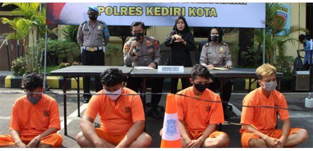 Tabrak dan Keroyok Nasabah, 4 Debt Collector di Kediri Terancam Bui 7 tahun