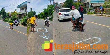 Kerap Makan Korban, Warga di Paciran Lamongan Tandai Jalan Berlobang