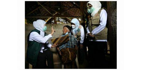 Gubernur Khofifah Kunjungi Warga Terdampak Gempa di Selorejo dan Talun Blitar
