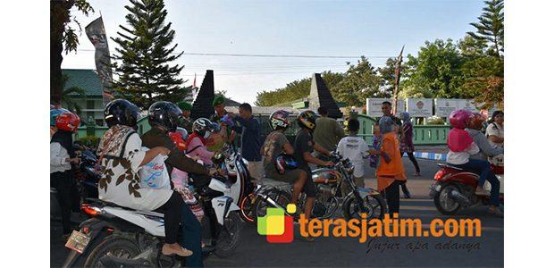 Korem CPYJ Mojokerto Bagikan Takjil Gratis