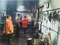 Korsleting Listrik, Bengkel Bubut di Kandat Kediri Hangus Terbakar