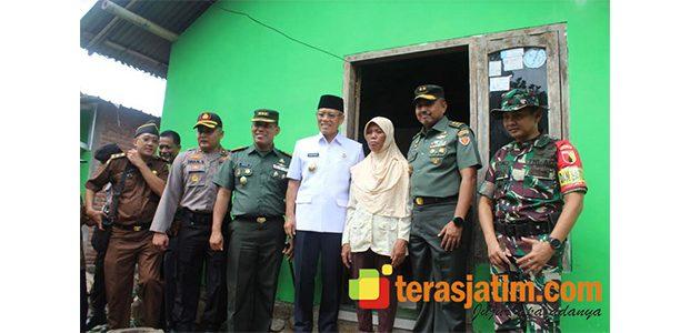 Kunjungi Blimbing Kediri, Aspers KSAD Sapa Warga di Lokasi TMMD