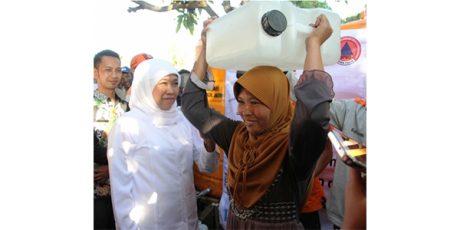 Kunjungi Bondowoso, Gubernur Serahkan Bantuan Air Bersih