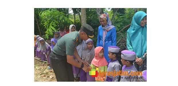 Kunjungi Lokasi TMMD di Sumenep, Danrem Bhaskara Jaya Temui Warga