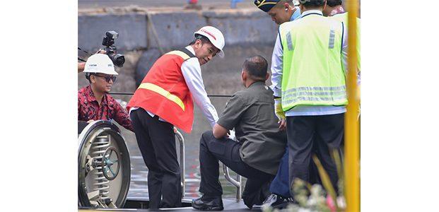 Kunjungi Surabaya, Presiden Jokowi Tinjau Kapal Selam Alugoro