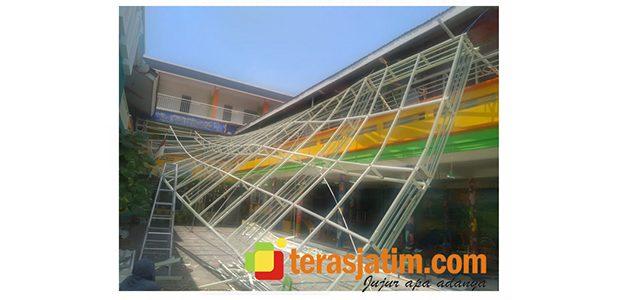 Baru Sebulan Dibangun dengan Dana APBD, Kanopi Gedung PAUD di Weru Lamongan Ambruk