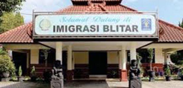 Lansia Urus Paspor di Kantor Imigrasi Blitar Cukup 10 Menit