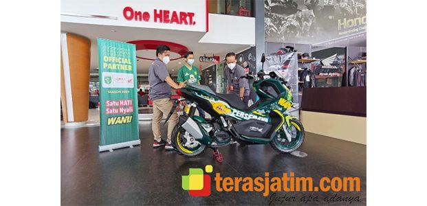 Bentuk Cinta Persebaya, Bonek Surabaya Menangkan Lelang Motor ADV150 Edisi Persebaya