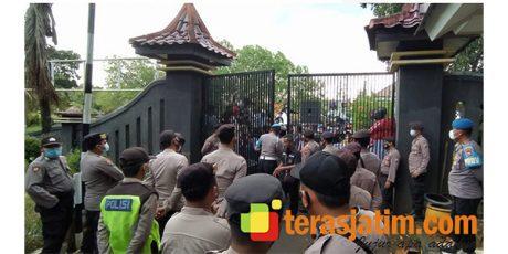 Pilkades Banyak Kecurangan, 4 Desa di Bangkalan Demo ke Kantor Bupati