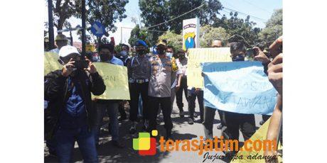 Tuntut Pelaku Kekerasan Terhadap Jurnalis Diusut, Puluhan Wartawan Datangi Mapolres Bangkalan