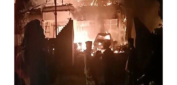 Mapolsek Tambelangan Sampang Dibakar Massa