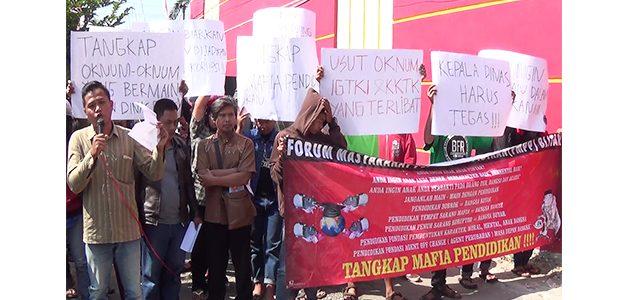 Massa Duga Penggunaan Biaya Operasional Pendidikan di Kabupaten Blitar Tak Transparan
