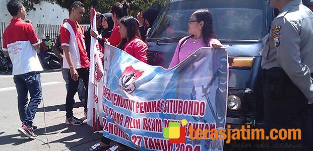 Massa Tuntut Bupati Situbondo Menutup Seluruh Lokalisasi Prostitusi