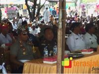 Tradisi Melasti di Kabupaten Blitar Blitar Kuatkan Persatuan Antar Umat Beragama