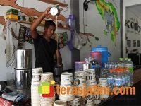 Menengok Kedai Khusus Serambi Mekah di Kota Ngawi