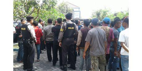Merasa Dicurangi, Calon Kades dan Pendukungnya Geruduk Kantor Dinas PMD Bojonegoro