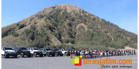 Meriahkan Hari Pahlawan, Menarmed 1/PY/2 Kostrad Gelar Touring Rubicon Broser 4×4 di Gunung Bromo