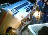 Minibus Sarat Penumpang Terjun ke Jurang di Raya Payung Batu