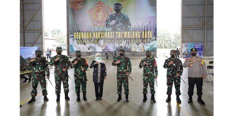 Panglima TNI Pantau Program Vaksinasi Bagi Babinsa di Malang Raya