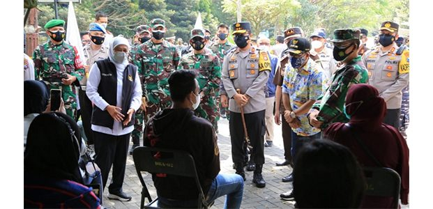 5.000 Warga Malang Raya Ikut Vaksinasi di UM