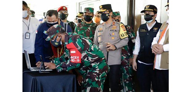 Panglima TNI Pantau Langsung Penerapan SiLacak di Sidoarjo dan Malang