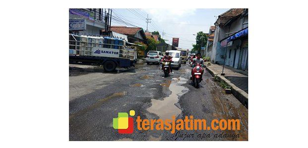 Musim Hujan di Babat Lamongan, Jalan Berlobang dan Pompa Pembuangan Air Penuh Sampah