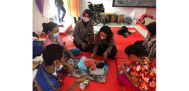 Pengungsi Longsor di Ngetos Nganjuk Dapat Bantuan Trauma Healing