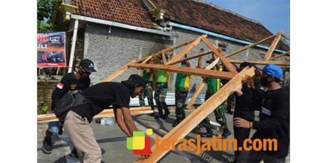 Bersama ICN Peduli, Yonarmed 12/Divif 2 Kostrad Gelar Bedah Rumah Warga