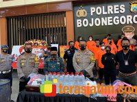 Gerebek Pabrik Arak di Sraturejo Bojonegoro, Polisi Ciduk 3 Tersangka