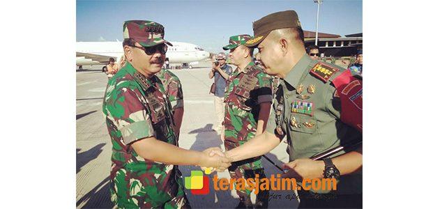 Panglima TNI Pantau Latgab di Banyuwangi