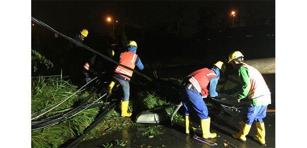 Pasca Diterjang Angin Kencang, PLN Pulihkan Jaringan Surabaya dan Sidoarjo