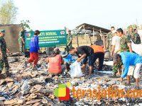 Pasca Kebakaran di Lopang Kembangbau, Kodim Lamongan Gelar Baksos